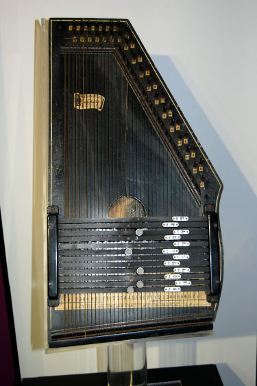 Sylvia-Tyson-Auto-harp-375px